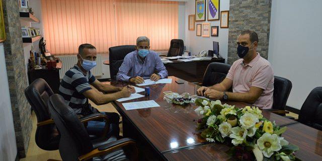 Potpisan ugovor o rekonstrukciji lokalnog puta u MZ Ljubatovići