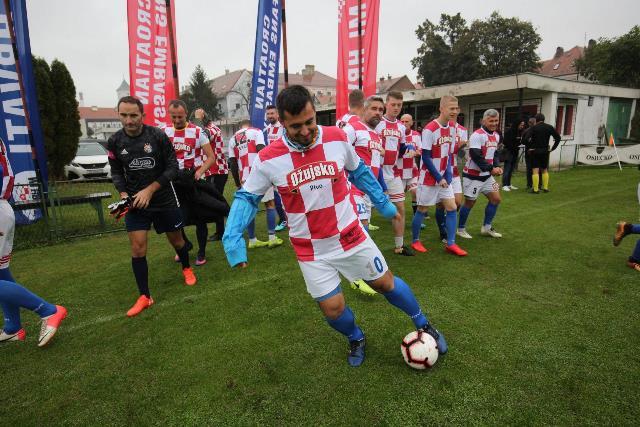 Navijači Hrvatske i Slovačke odigrali  međusobnu utakmicu u Osijeku, Žepčaci Lučić i Jurić osigurali pobjedu za hrvatske navijače