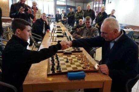 Šahovsko prvenstvo u Žepču: Senior Marko Šimić  i kadet  Teo Šišić  osvojili prva mjesta
